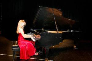 Emily Carter - Piano